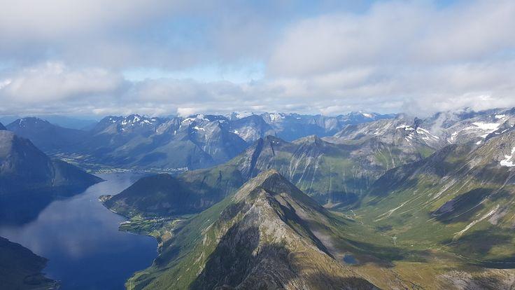 Sunnmørsalpane sett fra Slogen  Ut nordangsdalen mot Sæbø