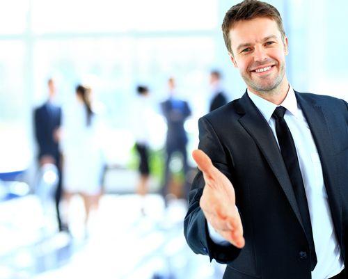 Mit guten Umgangsformen können Sie kritische Situationen charmant bewältigen, sich für Führungspositionen empfehlen und Ihre Mitmenschen für sich einnehmen. Business-Knigge-Regeln, die jeder kennen sollte:   http://karrierebibel.de/business-knigge/