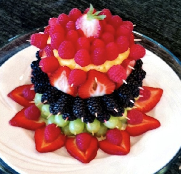 It s written on the wall arranging fruit to make it look fabulous - 107 Best Images About Fruit Tray Ideas On Pinterest