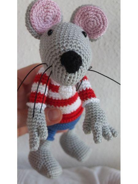 Crochet Mouse Gehäkelte Maus Pattern / Anleitung:  http://www.etsy.com/listing/121750475/rumini-the-mouse-crochet-pattern