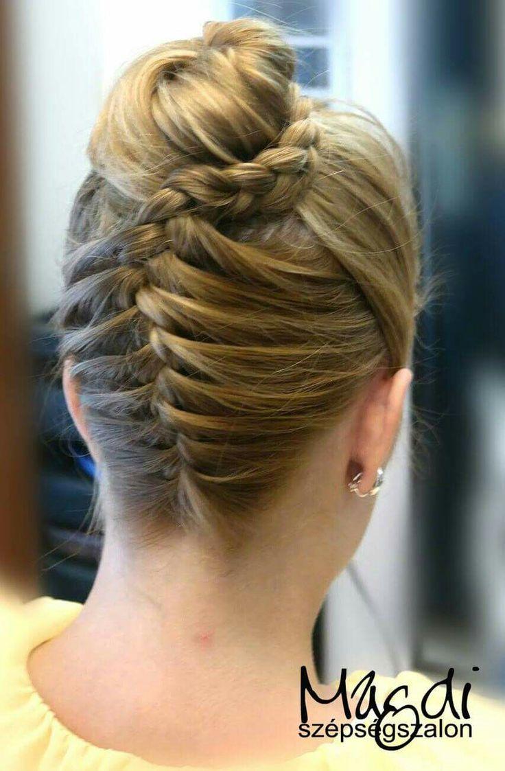 Fonott konty, ami szinte minden alkalomra tökéletes.   www.magdiszepsegszalon.hu  #fonottkonty #konty #braidedbun #bun #hairdresser #fodrász #szépségszalon #beautysalon