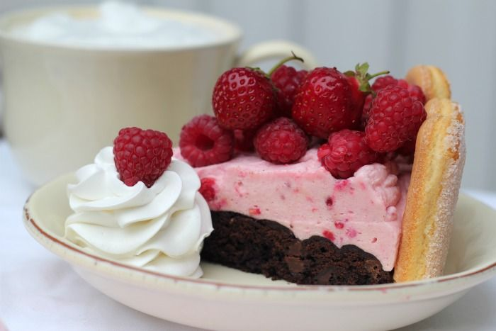 "Passion 4 baking ""Brownies bottom with strawberry & raspberry mousse"
