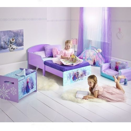 Dziewczynki kochają bajkę FROZEN. Łóżko wraz z akcesoriami typu skrzynia na zabawki, sofa, krzesełka i stolik - stworzą dziewczynce bajkowy pokój :)