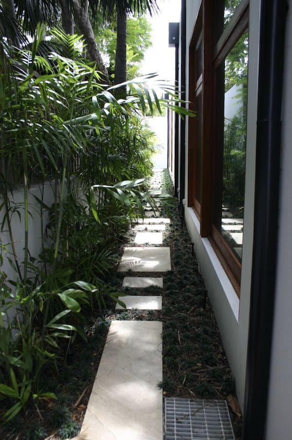 Top 25 ideas about narrow side yard ideas on pinterest for Narrow backyard design ideas