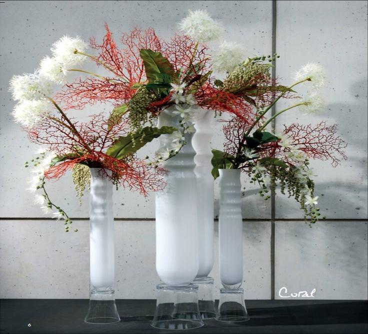 """Composición con alliums barringtonias amaranthus y el toque exótico de las ramas de coral rojo; todo en los jarrones modelo """"egee"""". Jugamos con varias alturas para hacer un todo, como una sola composición"""