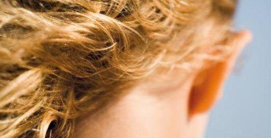 Onze eindeloze dagen debuut Claire Fuller roman recensie review survivelist retreater natuur hutje overlevenden geheimzinnige man vader geloofwaardig Londen strenge winter 1975 kamperen The Railway Children pianospelen overleven wereld houten huisje einzelgänger meisje jongvolwassenen verdwenen afgesloten A.W. Bruna