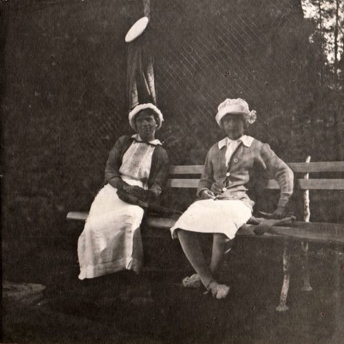 Olga and Anastasia 1914