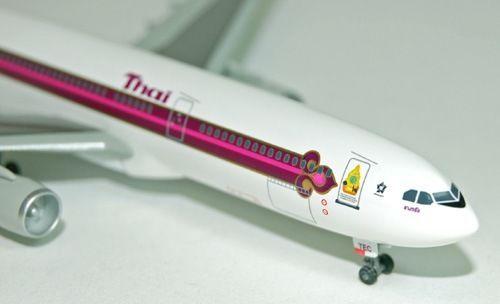 1-400-Scale-Thai-Airways-A330-300-Kings-60th-Anniversary-HS-TEC-DRW55551