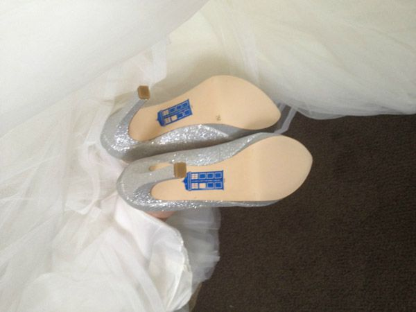 Add something blue to your wedding outfit with a tiny Tardis | Offbeat Bride Perfect for my @Erin Wood!Something Borrowed, The Tardis, Wedding Shoes, Wedding Heels, Doctors Who, Offbeat Bride, Blue Shoes, Something Blue, Wedding Outfit