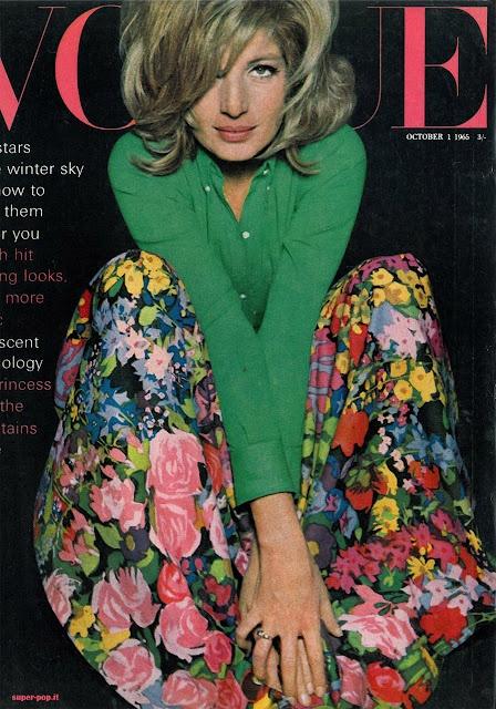 Risultato della ricerca immagini di Google per http://2.bp.blogspot.com/-LCiNHQJvE0E/T1NL8XFLmiI/AAAAAAAAAk0/7Q91AD8eM1Y/s640/Monica-Vitti-Vogue-Uk-01_10_1965.jpg