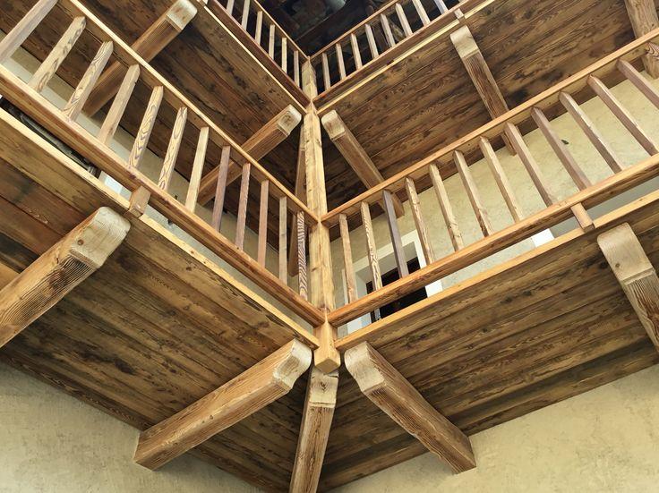 Balconata in legno antico di larice