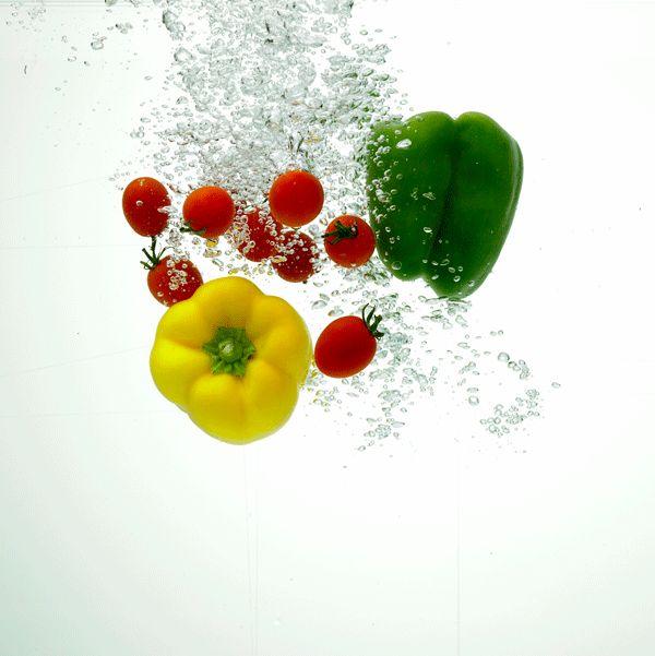 [과일, 채소 올바르게 씻는 방법]  '가장 효과적인 방법은 깨끗한 물에 담갔다 행구는 것입니다'