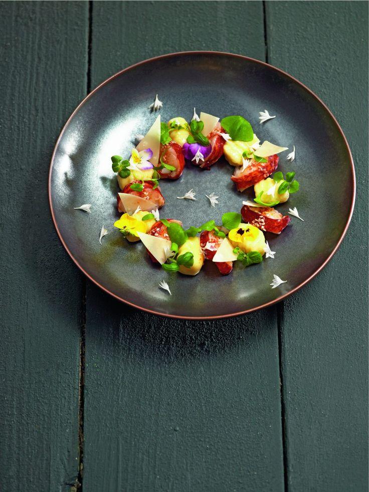 Le homard est cuit dans un bain aux épices tandoori et je l'accompagne de gnocchis roulés à la fourchette. Sensation gourmande…
