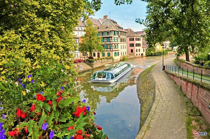 Wie wärs mit einem Ausflug ins schöne #Elsass? Besichtigt das majestätische Münster von #Straßburg  und schlendert durch die verwinkelten Gässchen mit ihrem Fachwerkcharme. Euer zentral gelegenes 3-Sterne #Hotel Appart City Strasbourg Centre ist hierfür der ideale Ausgangspunkt. Ihr übernachtet zu zweit im DZ für nur 49€.