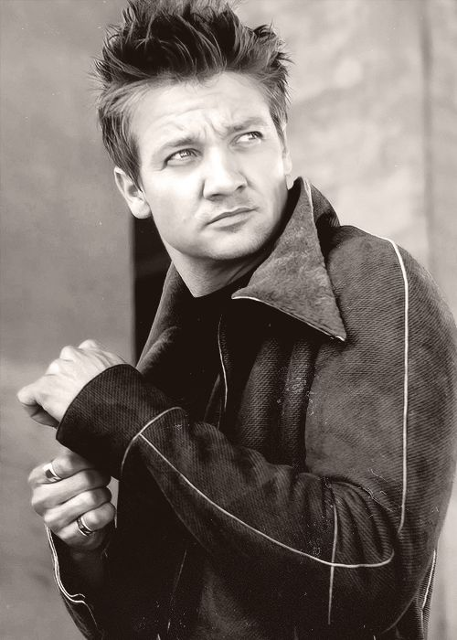 Jeremy Renner - I love the hair....and everything under it!!!