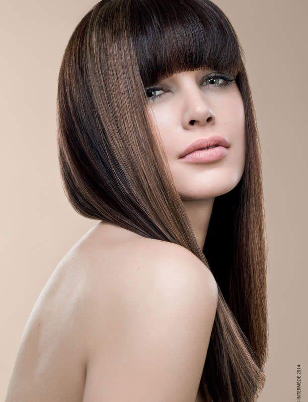 L'ultra-lisse d'IntermèdePour obtenir le même effet, vos cheveux doivent être épais (une frange non pleine ne sera pas aussi jolie) et naturellement lisses.