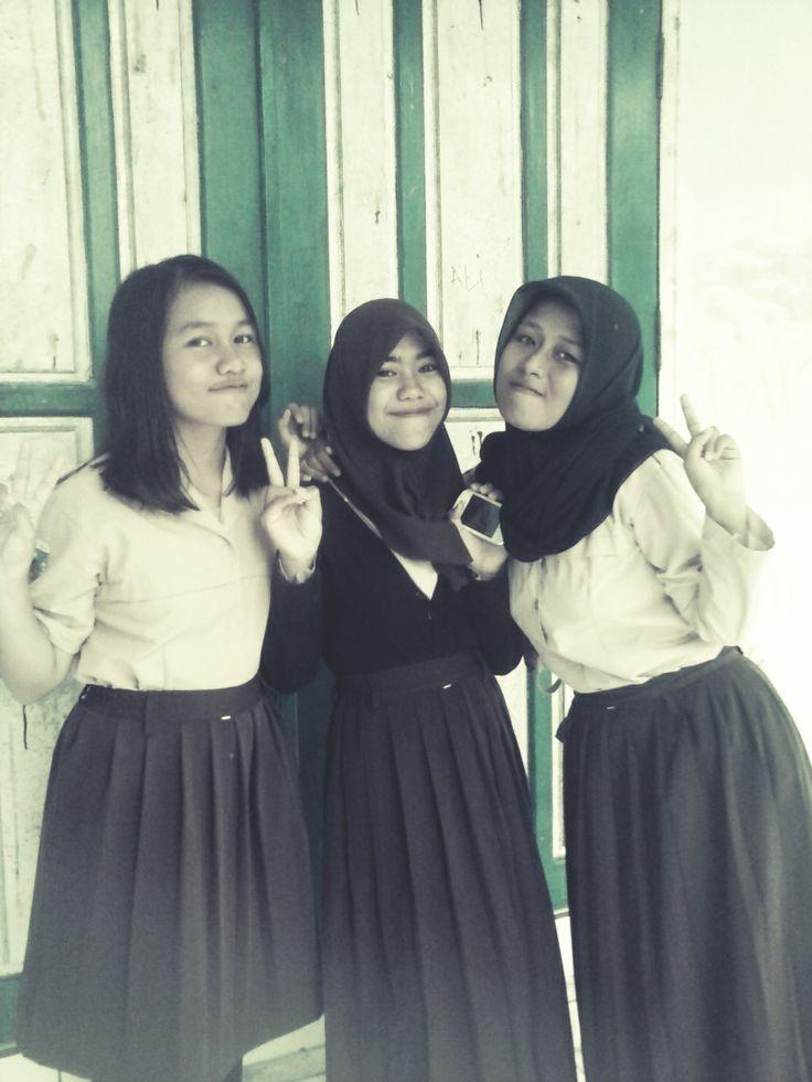 Teman-Teman    SMPN 5 PALU    Kelas : VIII