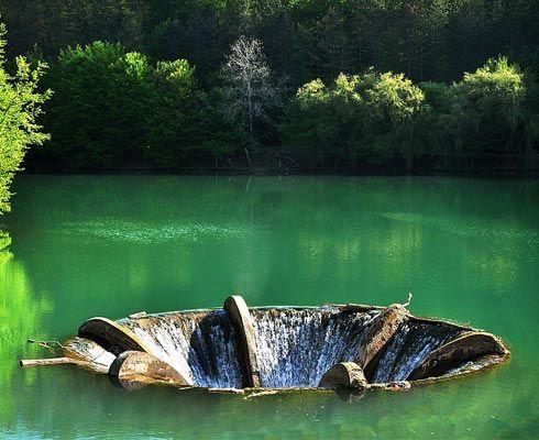 Vezi cum arata si unde se afla un lac desprins din cele mai frumoase basme ale tarii: Lacul Vida din judetul Bihor.