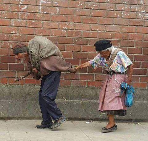 Tak perlu kaya untuk sebuah kesetiaan Tak perlu mewah untuk kebahagian,,silahkan di share/bagikan inspirasi ini,semoga bermamfaat