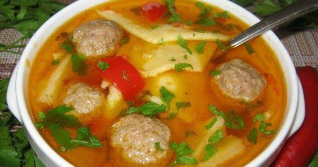 Это венгерский суп с лапшой «леббенч», нарезанной квадратами или ромбами, очень сытный и наваристый, как и все супы в венгерской кухне.