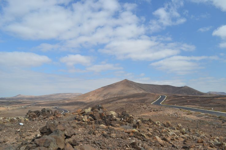 Lots of sunshine on the forecast for Lanzarote today but some clouds too. Slightly stronger wind 25-30km/h from the north with gusts up to 45 km/h. 29 degrees. Image: Costa Teguise Published: 1 August 2014
