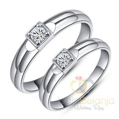 Perajin perak profesional Kotagedhe tidak hanya menghasilkan cincin-cincin perak berkualitas namun juga cincin dengan bahan palladium. Logam solid palladium 50% yang menyerupai emas putih menambah pesona cincin pasangan ini. Detil yang unik ditambahkan dengan batu zircon putih di tenga