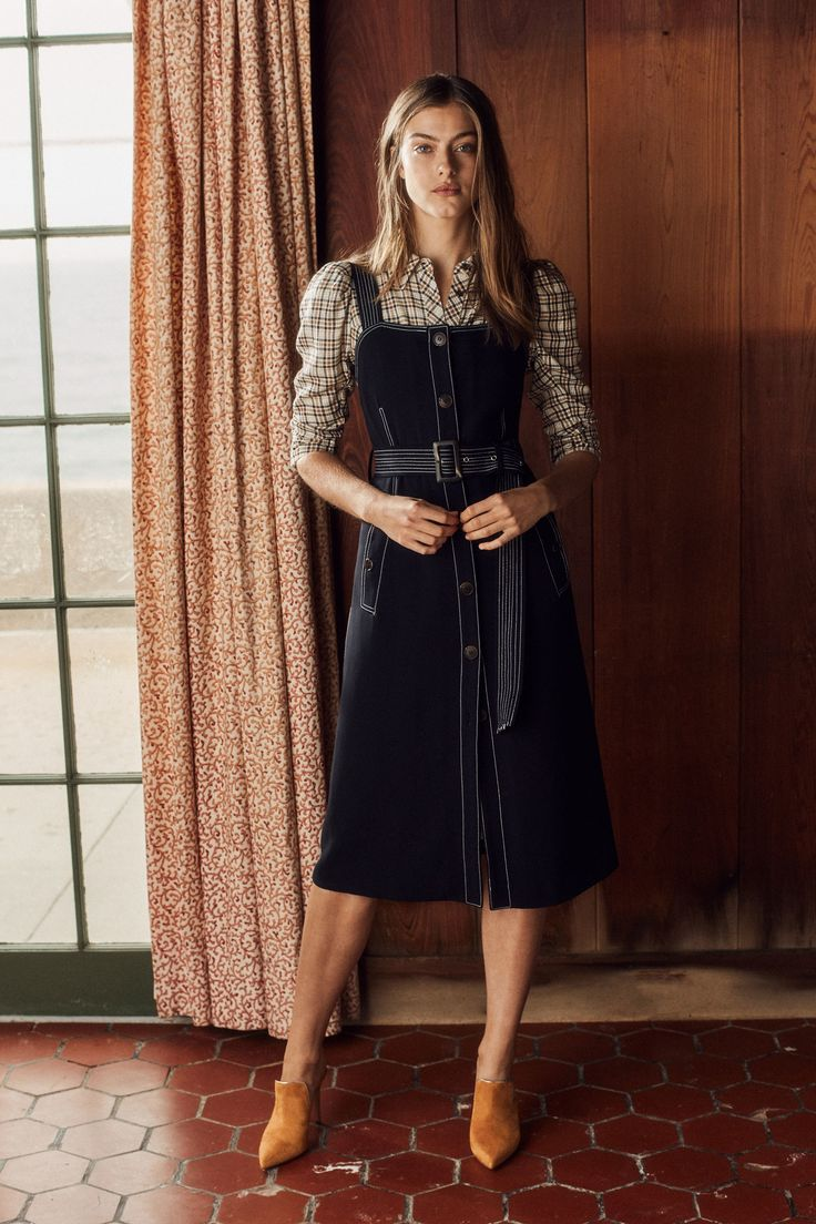See the complete Veronica Beard Pre-Fall 2018 collection.