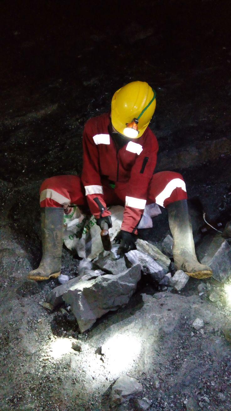 Opracování hornin ve zlatém dole La Llanada