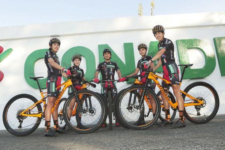 Equipo de ciclismo de montaña presentó uniforme oficial que usará en 2017