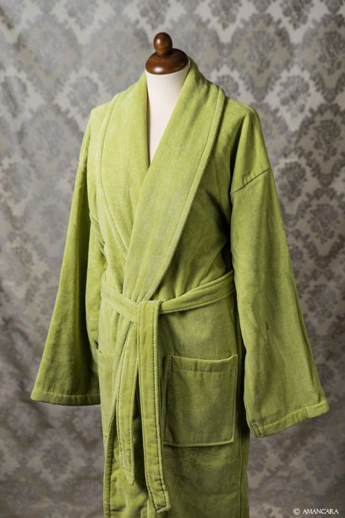 Try out this comfortable green chenille bathrobe, which matches Amancara's Alassio bath tris perfectly.