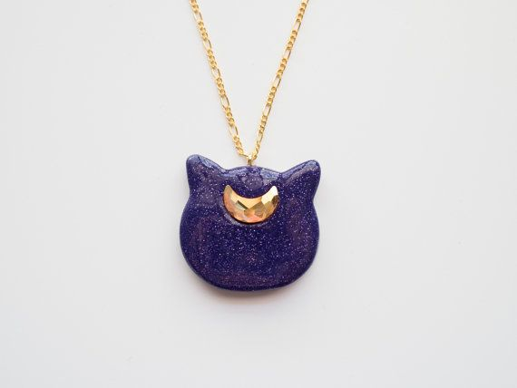 Púrpura collar brillo de Luna (Sailor Moon inspirada) - luna colgante de Kitty con Swarovski Crystal en la cadena de oro