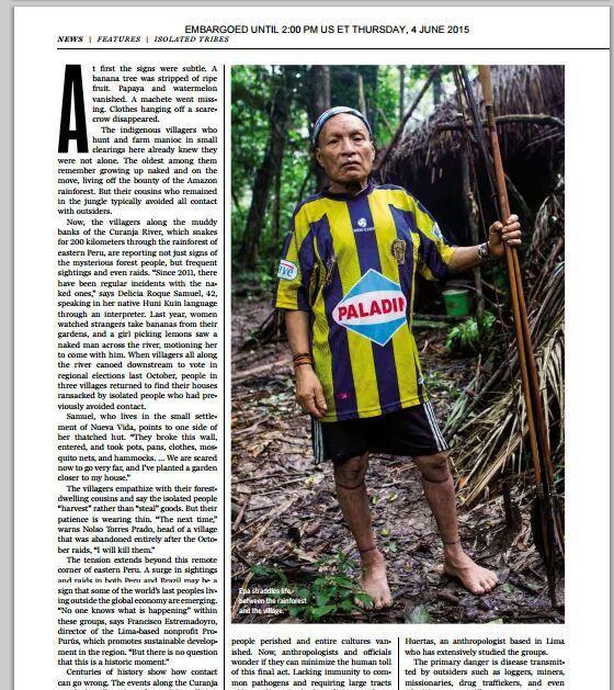 Esto es Central. Yo no te puedo creer que una indígena del Amazonas tenga la camiseta mas hermosa.