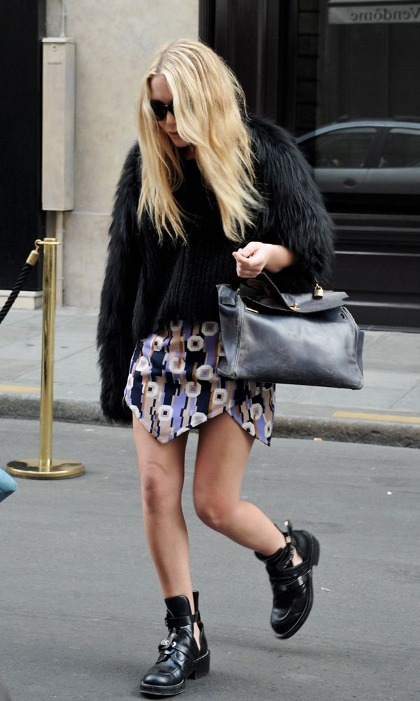 Olsens Anonymous Mary Kate Olsen Edgy In Fur And Baleciaga Paris Cut Out Boots Hermes photo Olsens-Anonymous-Mary-Kate-Olsen-Edgy-In-Fur-And-Baleciaga-Paris-Cut-Out-Boots.jpg