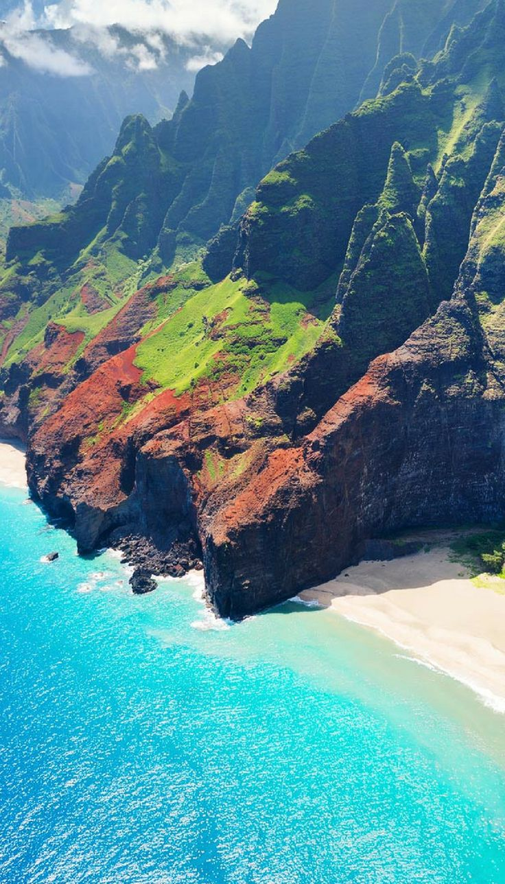 Na Pali Coast State Park, Kauai! Click through to see 27 of the most incredible places to visit in Hawaii!