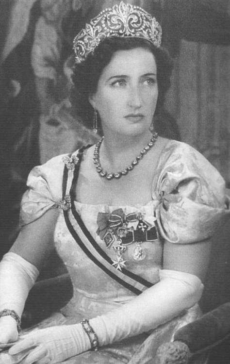 Princess María Mercedes of Bourbon-Two Sicilies mother of current King Juan Carlos I of Spain. Here she is wearing the beautiful Fleur de Lys tiara.
