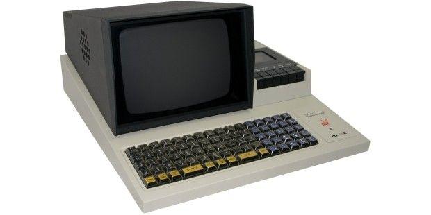 """Sharp MZ80K Der Rechner mit 9""""-Monitor und Taperecorder stand in Konkurrenz zum PET und zum Apple II.CPU/Takt: Zilog Z80; 2 MHzFarben/Auflösung: 2/80x50Preis: ca. 2000 DM"""