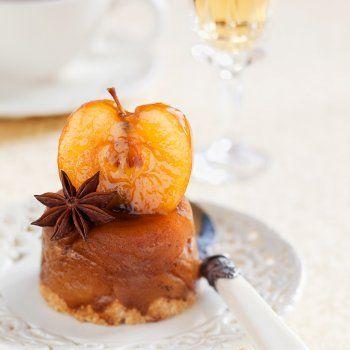 Charlotte aux pommes, au caramel et aux noix