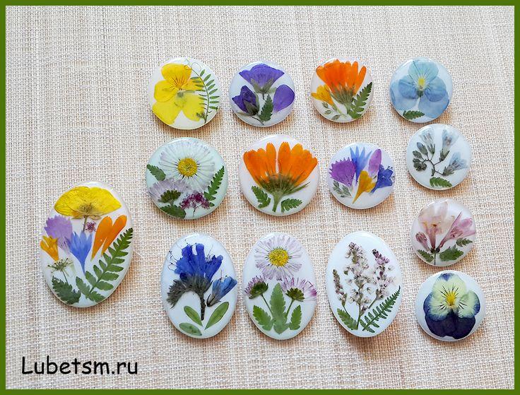 цветы в эпоксидной смоле. Броши. http://www.lubetsm.ru/
