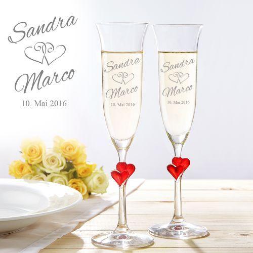 Die Sektgläser mit zwei Herzen am Stiel sind eine wunderschöne und persönliche Geschenkidee zu einem romantischen Anlass, die Du individuell gravieren lassen kannst.