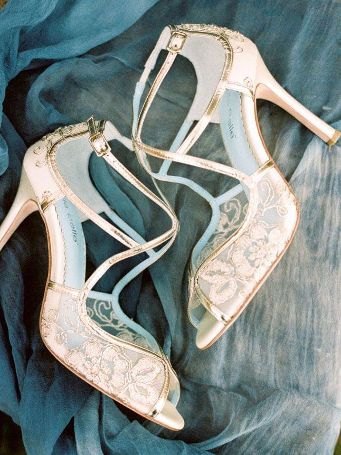 Gold Lace Wedding Shoes | Live View Studios | http://heyweddinglady.com/pacific-northwest-fall-wedding-inspiration/
