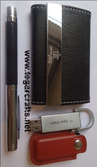 Gift pack contains leather USB flash drive, business card holder and pen with print logo and personalized employer's name to be distributed as awards of achievement and dedicated employees during the year. Ordered by PT Gapura Prima Group, Jakarta Indonesia.