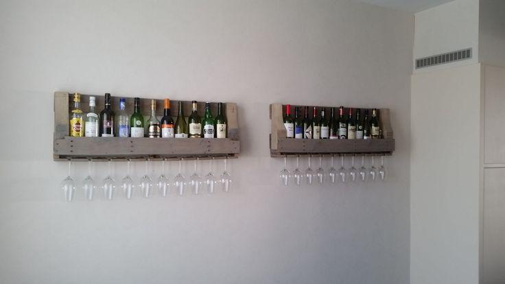 Grote houten wijnrekken! Laat ze ook op maat maken en check www.alshetmaarvanhoutis.nl