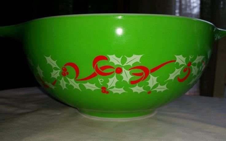 Rare!! Rare!! Vintage Pyrex Christmas Holiday Bowl... 1950's, 60's....