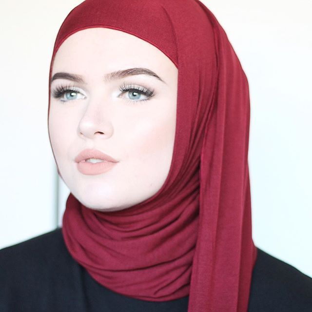 This lovely hijab is from @hijabobsessions  what a perfect colour for autumn , isnt it?! #hijab #hijabi #hijabfashion #muslimah #hijabstyle #blogger #blog #fashionblogger #makeup #makeupartist #mua @nyxcosmeticsnl