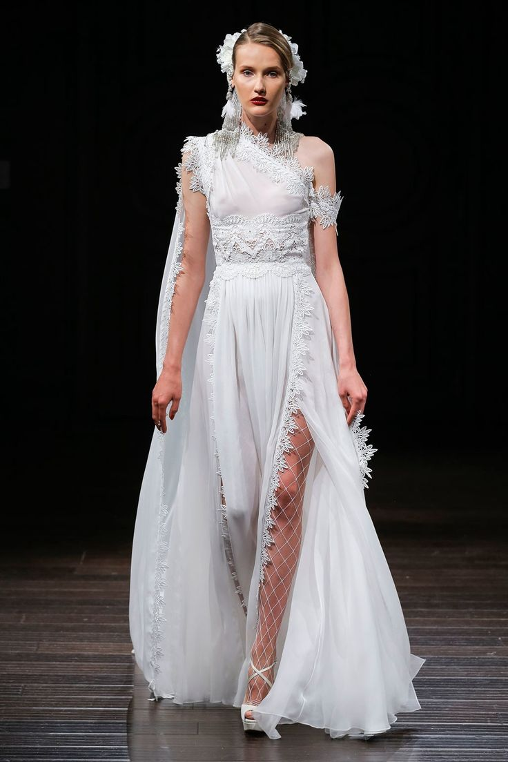 Naeem Khan Bridal Fall 2018 Fashion Show Collection