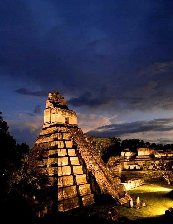 Parque Nacional de Tikal. Tikal National Park. Petén Department. Located in Guatemala. 17°13′N 89°37′W. Gran Jaguar pyramid. UNESCO World Heritage Site since 1979.
