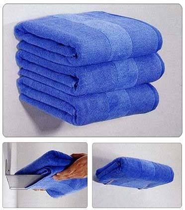 Floating towels    way cool! Mum u can do this in bathroom