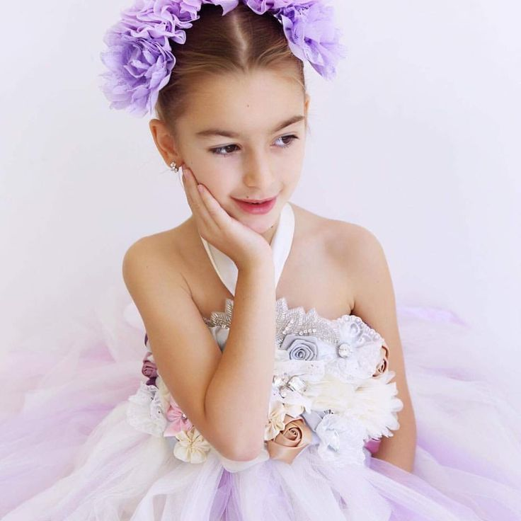The dreamy embellishments bodice is one of my favourite gowns to create ❤️ . . Pm now for enquiries or follow the link to the etsy page and fill out a custom order. https://www.etsy.com/au/listing/525619154/flower-girl-dress-dreamers-gown?ref=shop_home_feat_4 . Thankyou to the amazing @angiebranchphotography @angiebranchphoto_family For all these amazing photos. If your after a wedding or family photographer....CHECK HER OUT 🙌🏼 . . . . #wedding #weddings #weddingtime #weddingseason…