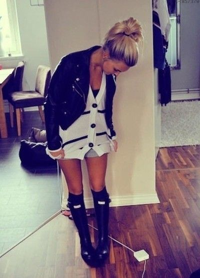 I love it: Day Outfits, Hunter Boots, Style, Hunters Rain Boots, Cute Outfits, Hunters Boots, Knee Socks, Leather Jackets, Rainy Days