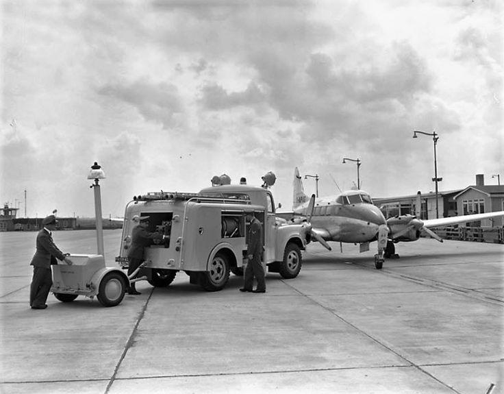 Brandweer vliegveld Zestienhoven ca 1960 Rotterdam